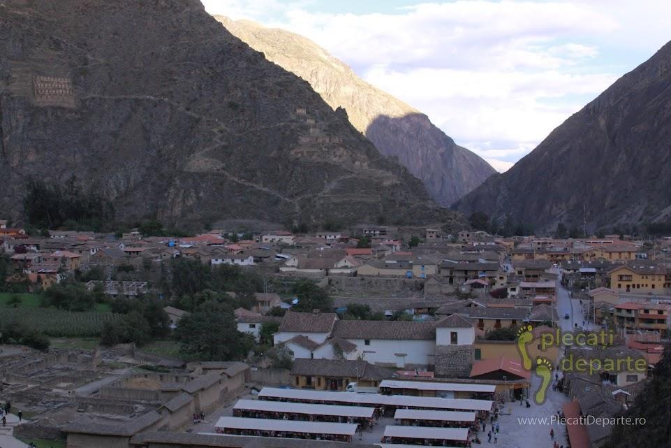 vedere de sus a orasului regal Ollantaytambo, ridicat de primul imparat incas, Pachakuti, un obiectiv turistic din Valea Sacra, Peru