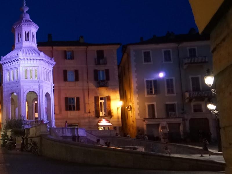 Acqui Terme La Piazza Della Bollenta di cesare carusio