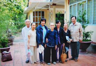 Photo: Về Lấp Vò Đồng Tháp thăm thầy Công (ở Úc về chơi). Thầy Công, Kim Huôi (em thầy Công), Kim Loan, Mẹ thầy  Công, Mai, Chi, Khởi