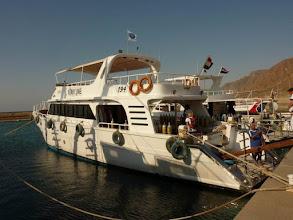 Photo: Le bateau de plongée à Taba