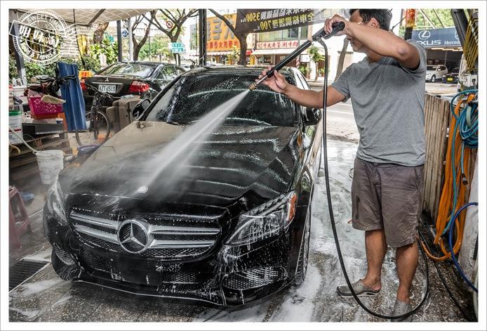 高壓水槍沖洗車體(基礎洗車)