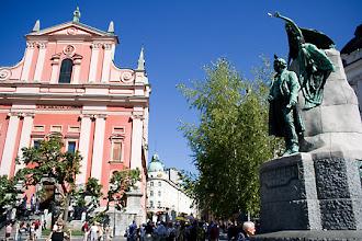 Photo: Preseren-aukio Ljubljanan ytimessä.