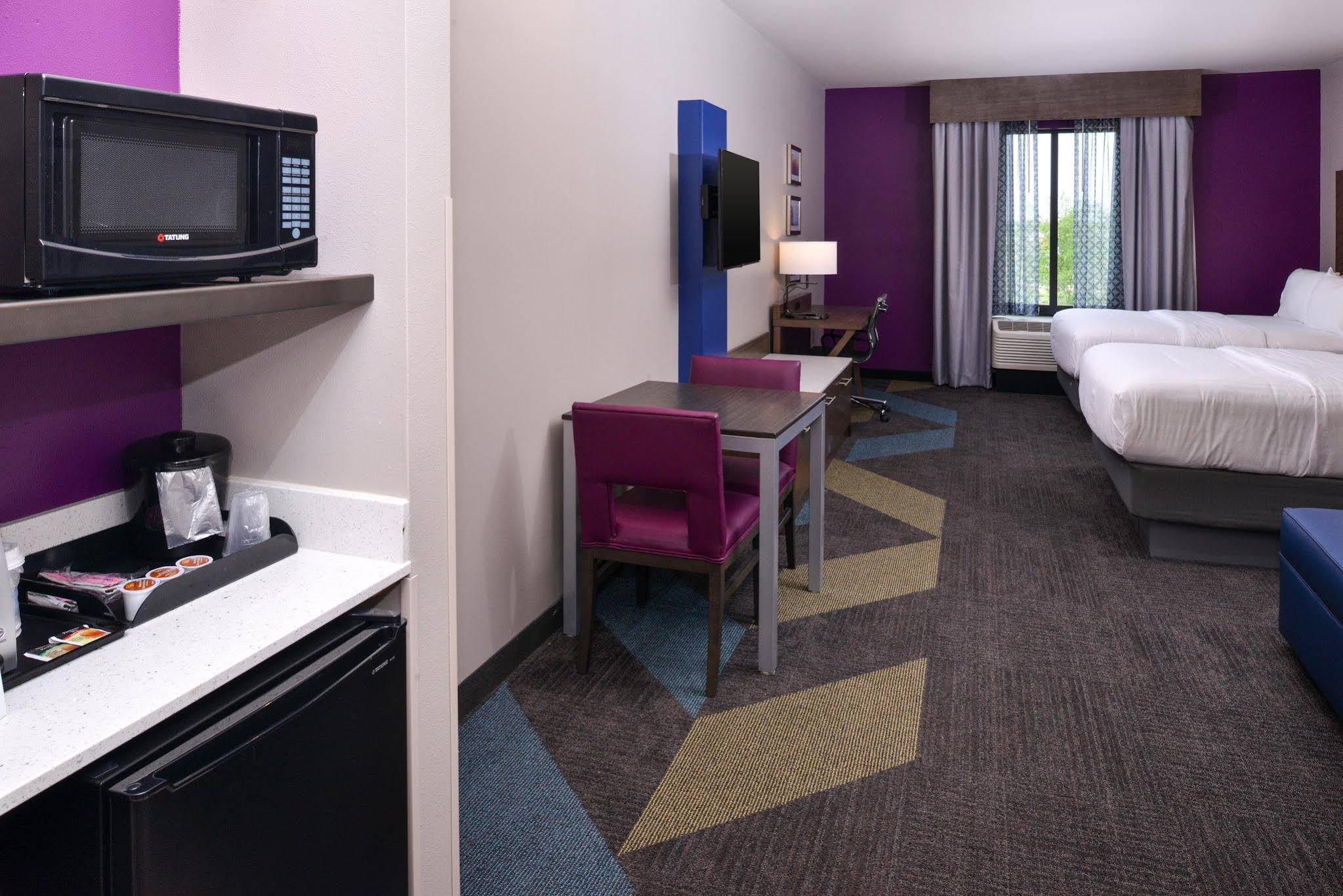 Holiday Inn Express and Suites Bryant Benton Area