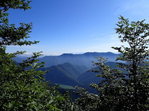 下に桂湖が見える(中央奥に剱岳)