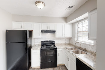 Go to Two Bed, 1.5 Bath Townhouse Premier Floorplan page.
