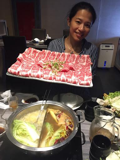 辣鍋很蒙古,很香,酸白菜也酸的很夠味!肉片厚薄適中,絕不小氣,非常好吃!