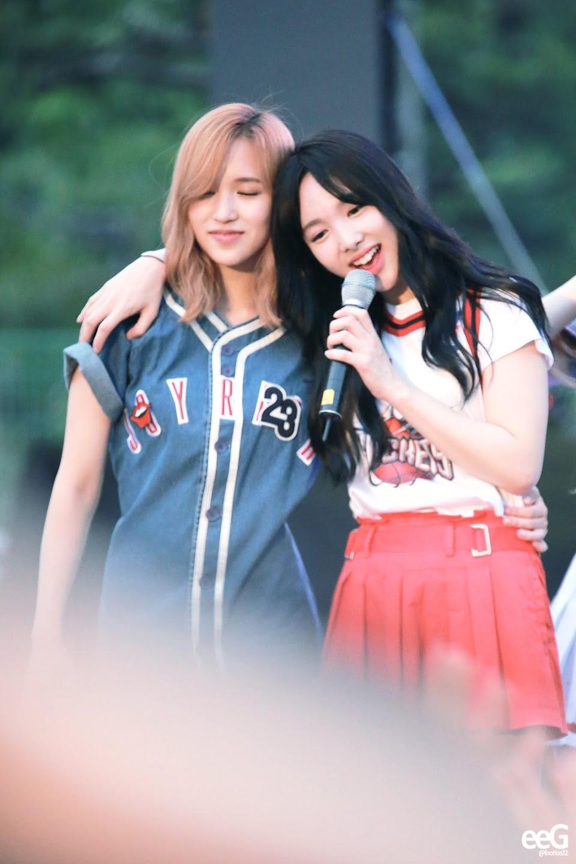 twice nayeon mina