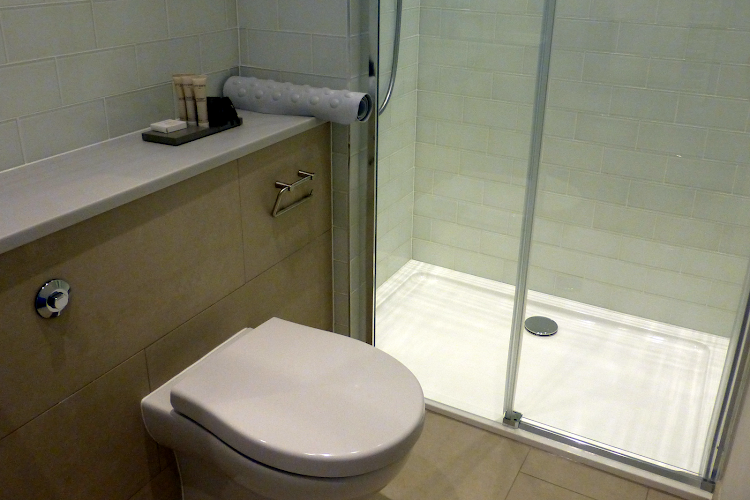 Luxury en-suite bathroom at Shaftesbury Avenue Apartments