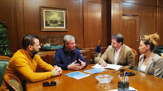 Encuentro reciente entre los parlamentarios andaluces y el agente marítimo.