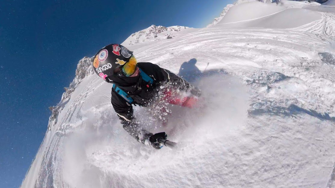 Snowboarding in the sun in Alpe d'Huez, march and april ski holidays