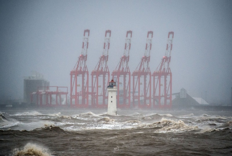 Картинки по запросу шторм на контейнерном терминале