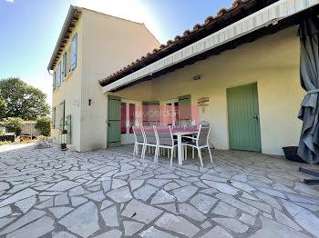 villa à Milhaud (30)
