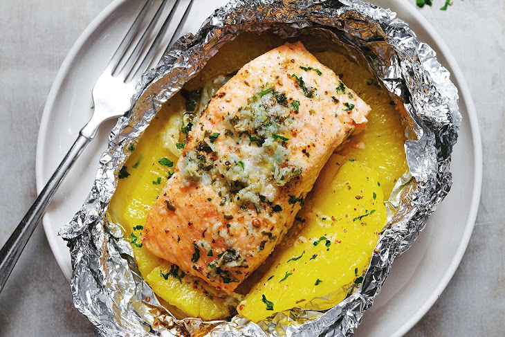 Lemon Garlic Butter Salmon in Foil with Pineapple Recipe