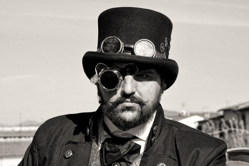 Tuba e monocolo di Gianluca Presto
