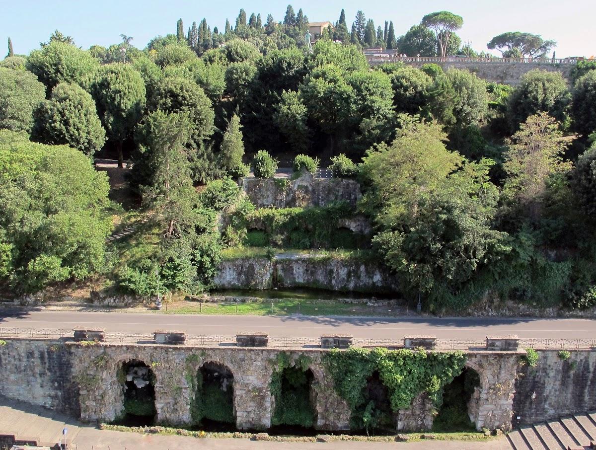 Fontane delle Rampe del Poggi, prima del restauro