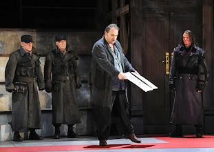 Photo: Theater an der Wien: MATHIS, DER MALER von Paul Hindemith. Premiere 12.12.2012, Inszenierung: Keith Warner. Wolfgang Koch, Oliver Ringelhahn. Foto: Barbara Zeininger.
