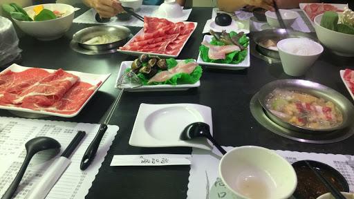 好吃 服務真的不錯 料很實在!喜歡霜降牛肉 如果兩個三個A餐B餐是個好選擇