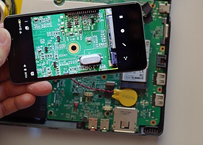 Zooming komponen elektronik dengan mudah mengunakan kamera Neffos X1 Lite