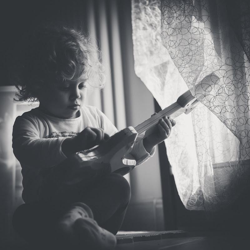 Little guitar di Marcello Zavalloni