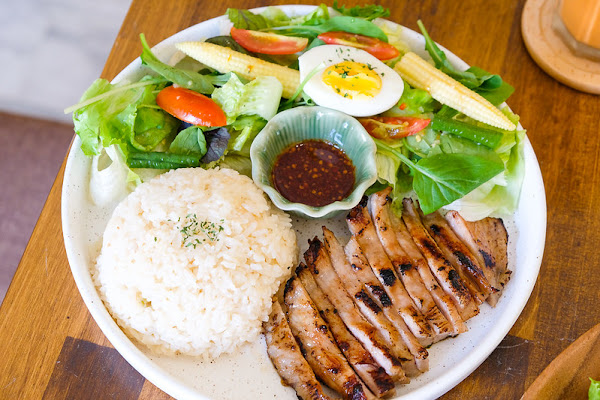 EMO THAI 泰式小餐館 泰式早午餐一週只賣三天~ 限量供應~ 隱身在小巷口!