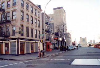 Photo: Then we settled for drinks and desserts at the Ear Inn, in a house built in 1817. Here's the Ear Inn at daytime.  Then it was 1 AM, so we drove them back to the hotel in Queens. Days 2 & 3, they went to Central Park, Brooklyn Bridge, and saw Mama Mia the Broadway show. Then it was day 4. Breakfast was at Big Wing Wong in Chinatown. Preserved egg and pork congee, Char Siu Cheung, Au Lay So, Har Mike Cheung were among the traditional Hong Kong food being served, just like in the good old days.