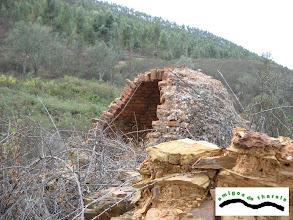 Photo: Delante del horno restos de la zahúrda.