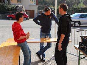 Photo: Victor et Benoit se préparent au coup de feu en compagnie de Kévin.
