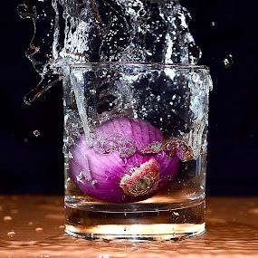 splashing skinless onion by Angelo Jadulco - Food & Drink Fruits & Vegetables ( water, splash, glass, onion )
