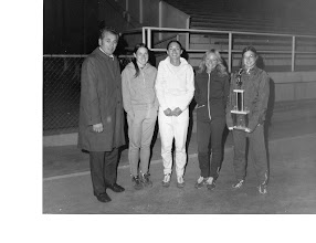 Photo: Laszlo Tabori, Jacqueline Hansen, Leal-Ann Reinhart, Heather Tolford, Sue Kinsey. San Fernando Valley Track Club (mid-70s).