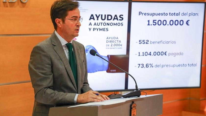 Paco Góngora, alcalde de El Ejido, haciendo balance de las ayudas entregadas.