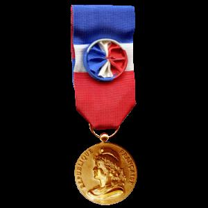 une médaille or du travail