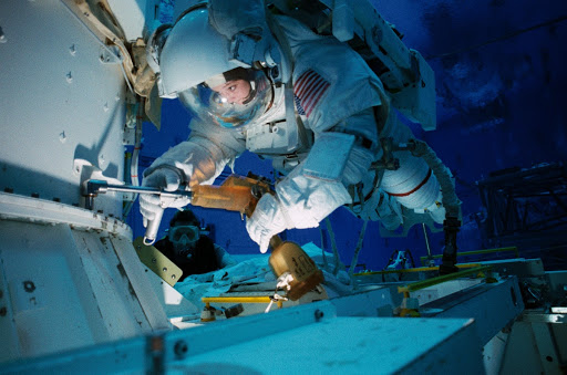 Astronauts Tamara Jernigan and Daniel Barry train in the NBL for STS-96