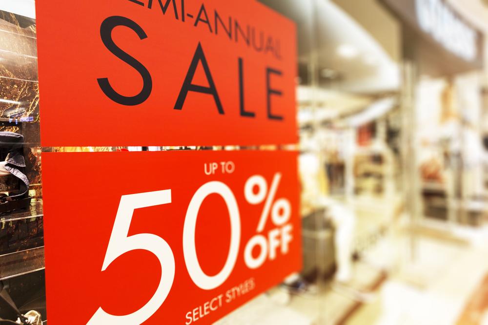 mua hàng giảm giá để tiết kiệm tiền