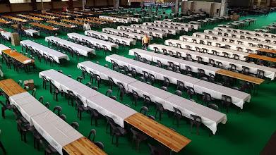 Photo: les préparatifs de la salle de jeu avancent à toute allure, tout sera prêt pour dimanche ! La métamorphose du Parc des Expositions est spectaculaire.