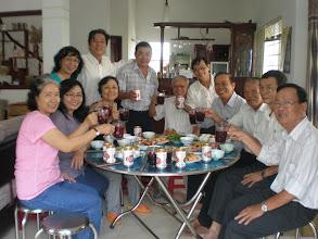 Photo: Loan. Lành, Diệp, Lan, Liêm, Chi (đứng), Bách, Huân. Hồng, Quýt, Hoàng, Tăng
