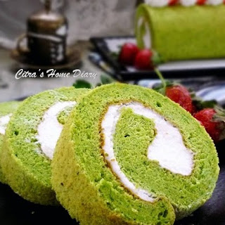 Spinach Roll Cake with Cream Cheese Filling Recipe