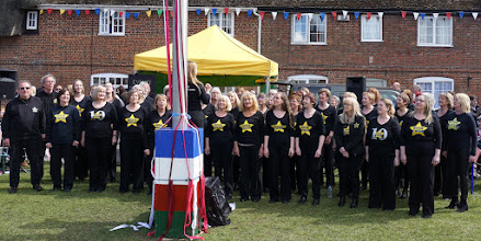 Photo: TIME FOR ANOTHER BREAK,  TIME TO CATCH UP WITH THE ROCK CHOIR   http://www.rockchoir.com/
