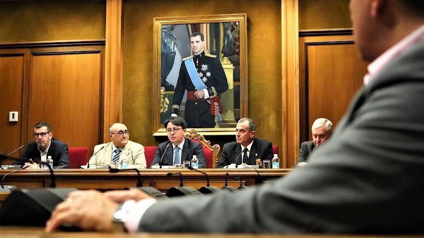 El coronel Ignacio Gabaldón, el profesor Valeriano Sánchez, el diputado Manuel Guzmán, el coronel Javier Soriano y el coronel Javier Frías