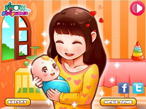 快乐的妈妈生下可爱的婴儿宝贝