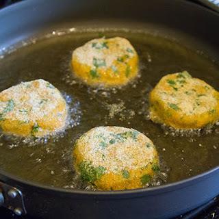 Aloo Tikki Egg Bennys (Indian Potato Cakes Benedict)