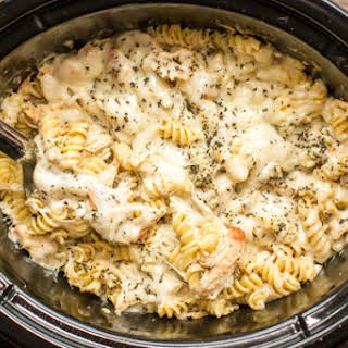 Slow Cooker Pesto Mozzarella Chicken Pasta.