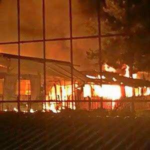 il miglior campo profughi di Lesbo dato alle fiamme