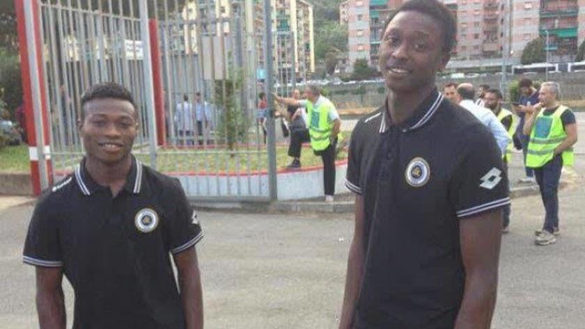 Umar Sadiq (derecha), en su etapa como jugador del Spezia.