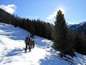 Photo: e poi via... sul sentiero degli Zirmi che porta verso la Malga di Caldenave.