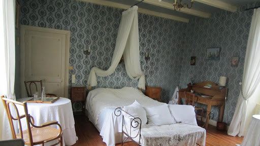 guest-room-at-the-french-bed-and-breakfast-le-clos-de-la-garenne-between-la-rochelle-rochefort-and-niort