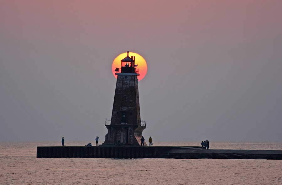Lighthouse at sunset by Bill Diller - Buildings & Architecture Public & Historical ( lake michigan, lighthouses, michigan, great lakes, sunsets )