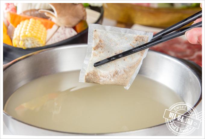 旗山錢源日式涮涮鍋招牌胡椒湯