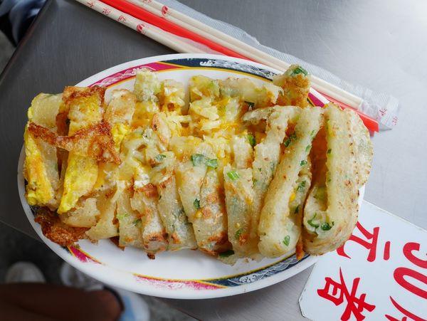一心蛋餅,台中傳統蛋餅界名列前茅,不少外地人都會專程來朝聖,就算沒冷氣也是照樣要來排隊吃 ( 中友百貨/一中商圈)