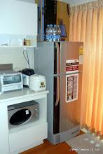 Photo: 大型冷蔵庫を置いてありますので、レトルト食品やレトルト食品の買い溜めが容易です。