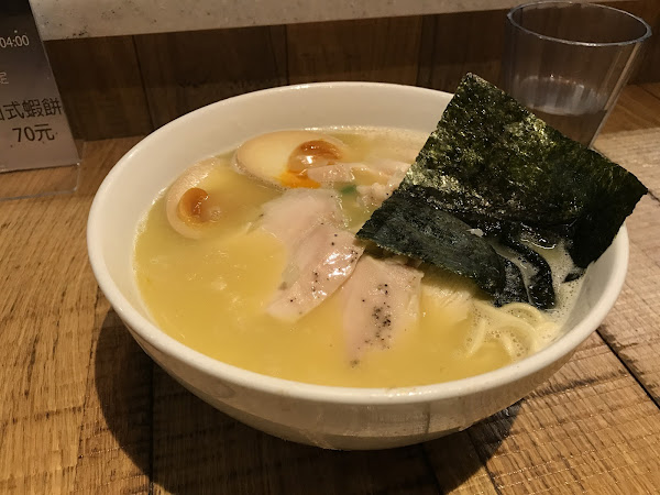 鳥人拉麵-濃郁雞湯配上軟嫩叉燒,拉麵控絕對不可錯過!